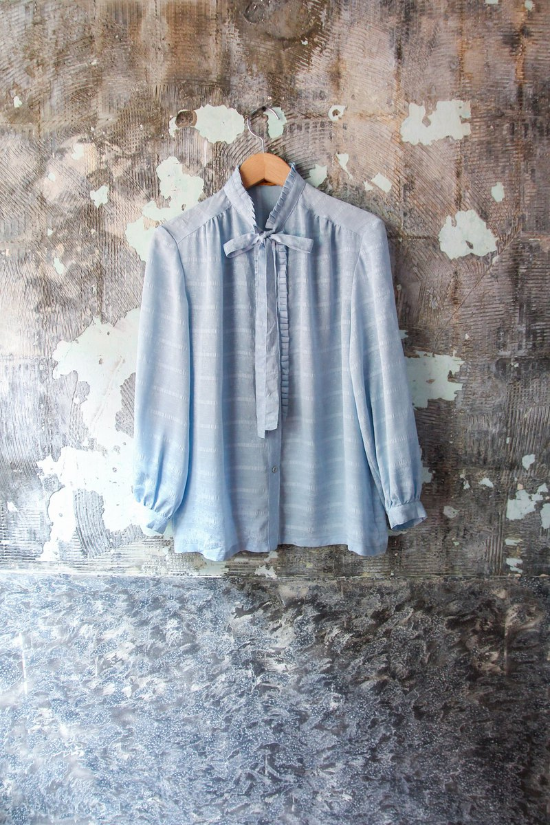 袅袅 department store -Vintage light blue hundred fold collar strap shirt retro