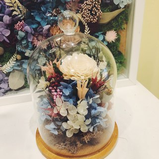 Glass bell jar, dry flower