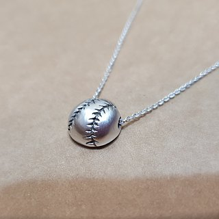 Baseball - Baseball (half of a three-dimensional) Silver necklace / handmade / clavicle chain / gift / anniversary / Valentine's Day