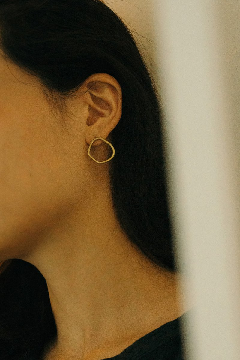 Irregular brass hoop earrings-clip earrings