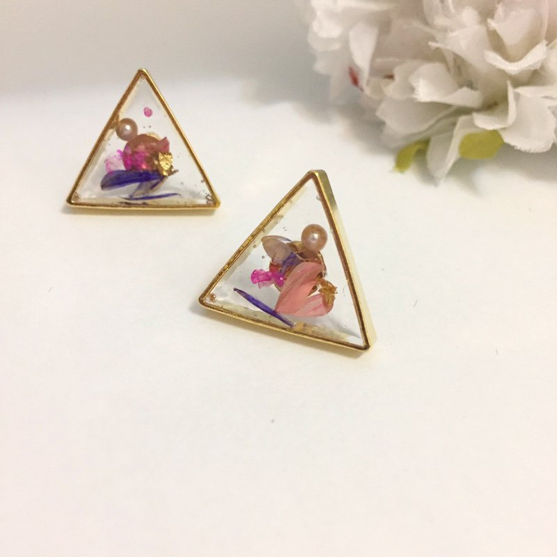 Metal Triangle Dry Flower Pearl Earrings