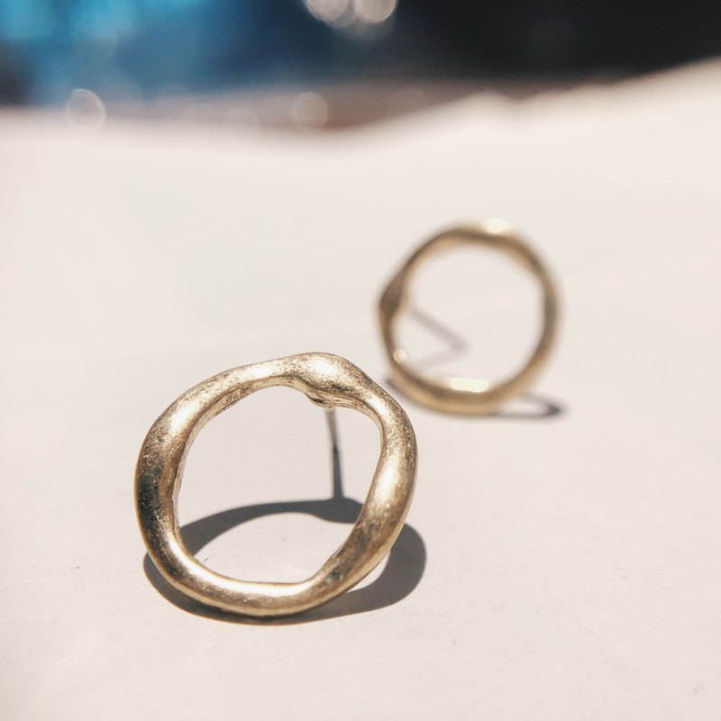 Distressed twisted ring - Old gold ear earrings (pair) [can be changed ear clip]