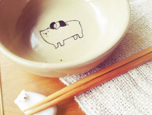 To eat together lying on the floor ● hand made pottery bowl