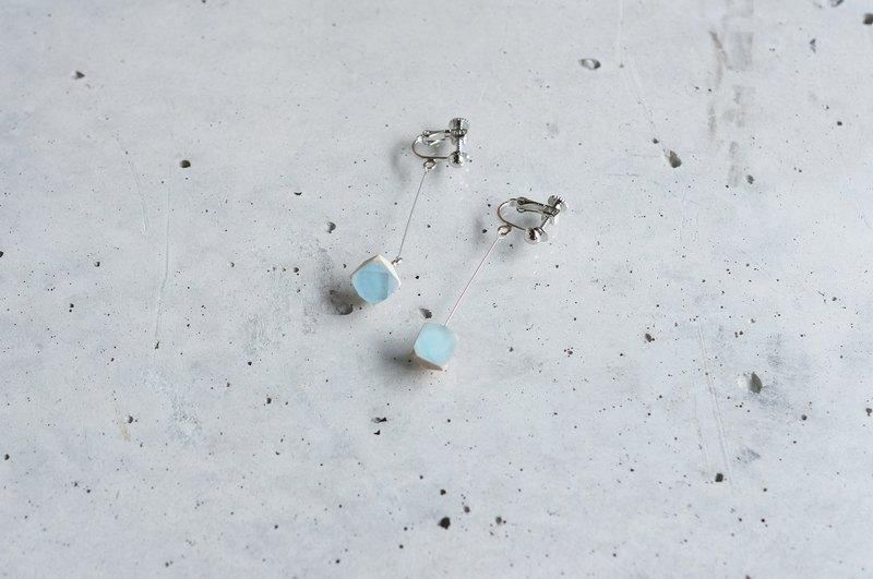 Swing nut earrings / LIGHTBLUE