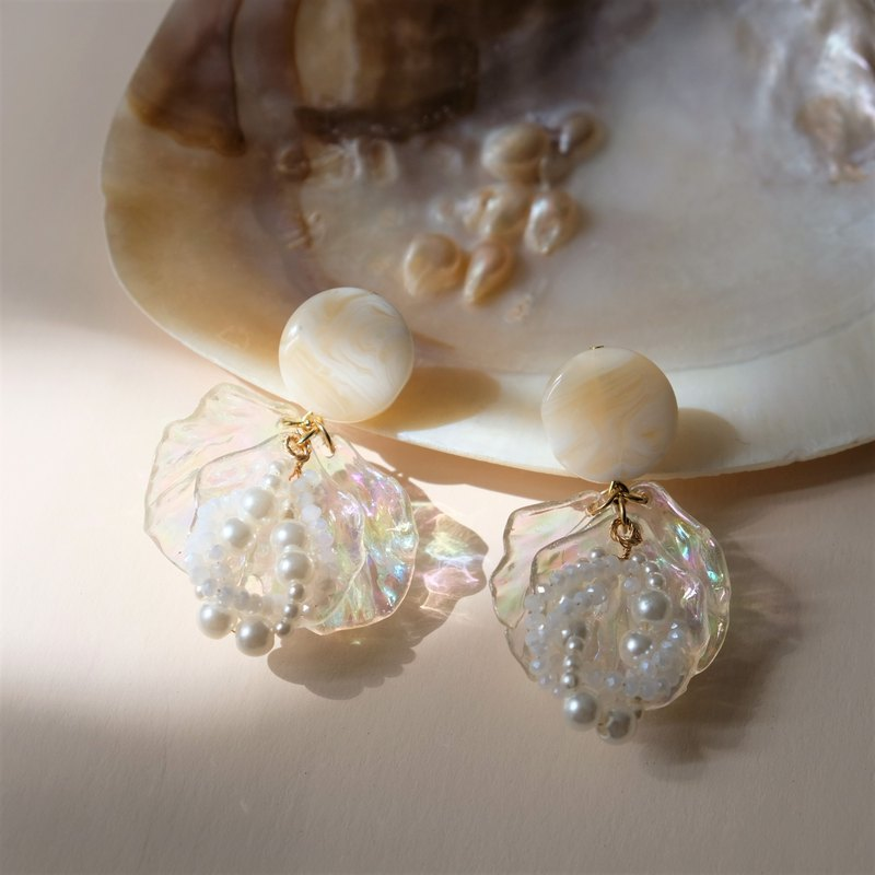 ALYSSA & JAMES Shell Pearl Earrings (turnable ear clips)