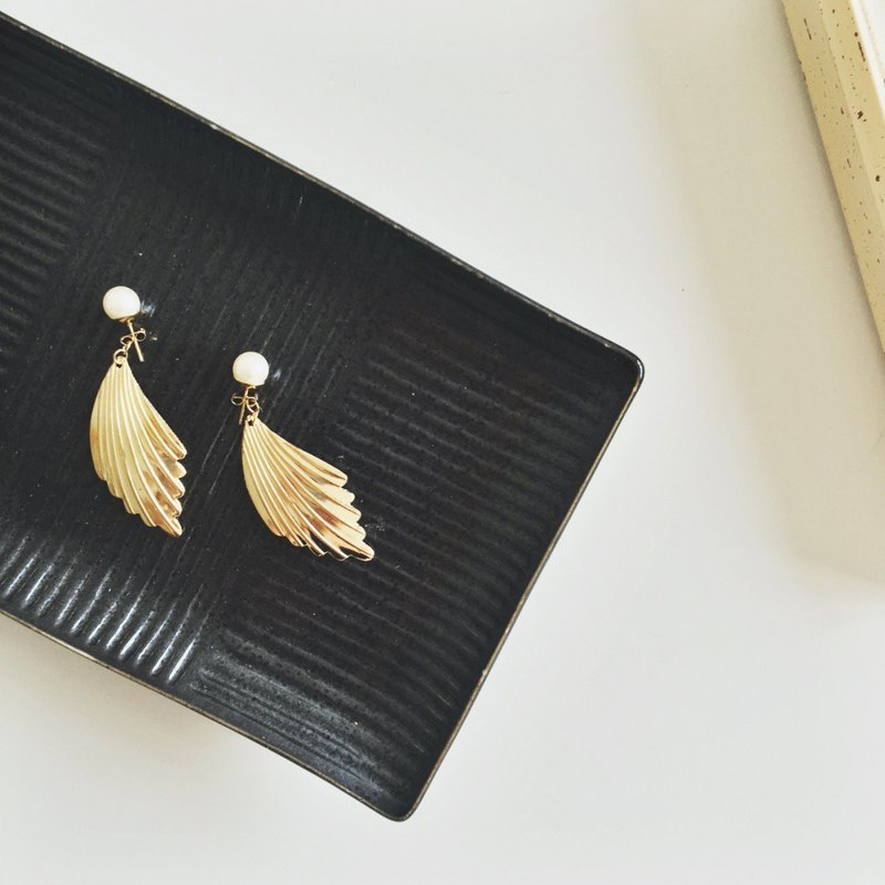 Around Marygo ﹝ ﹞ golden wings pearl earrings buckle dual