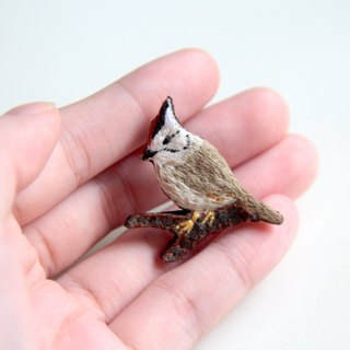Taiwan wild bird embroidery brooch crown feather thrush