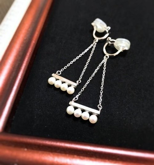 Swinging pearl bar earrings [Order production]