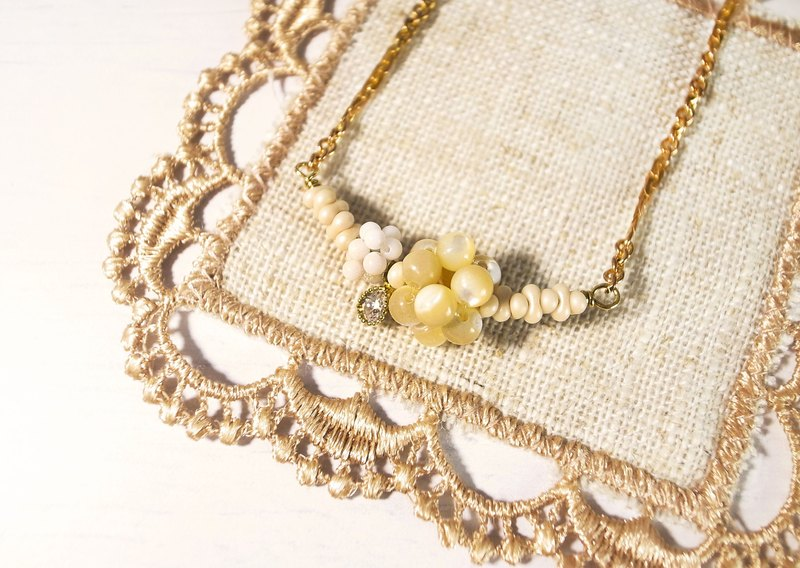 "Round Di ""New Year's Eve"" Provence Morning Fruit Short Necklace (Beige) Handmade Retro Brass"