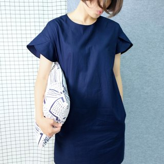 hikidashi petals sleeves shoulder dress. ultramarine