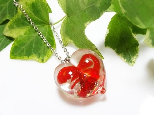 Glass heart necklace 1