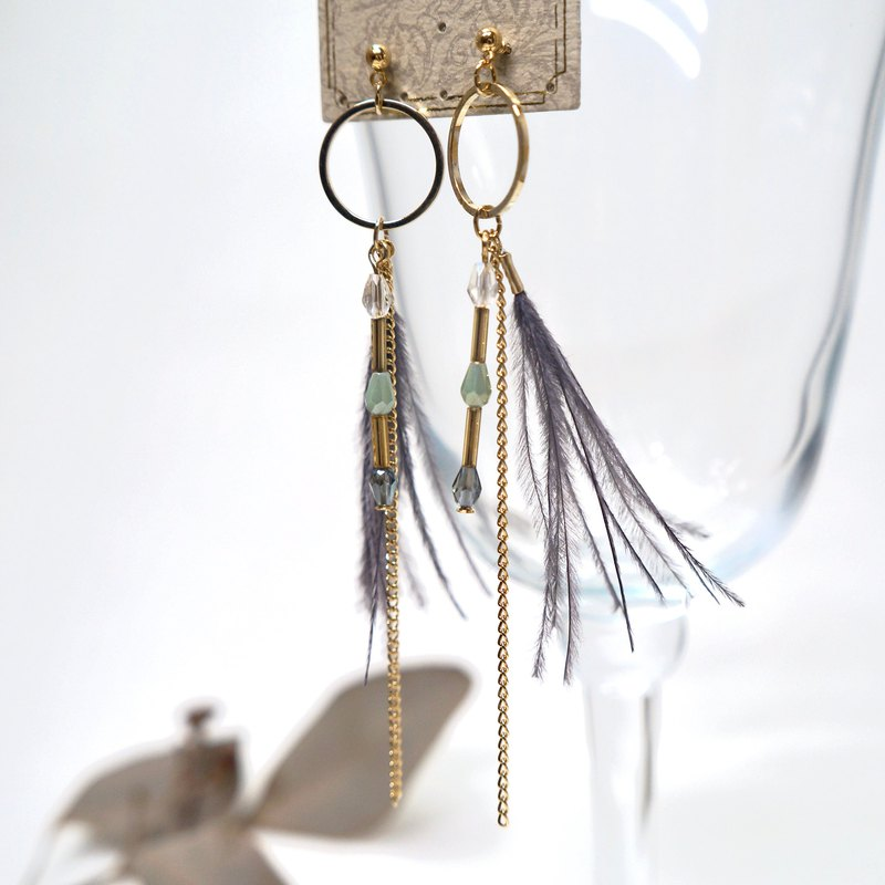 kaza. Yu Su. Ear pin drop earrings. Made in japan