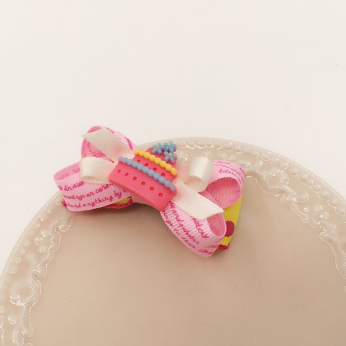 Small cake bow. Hairpin / folder bangs