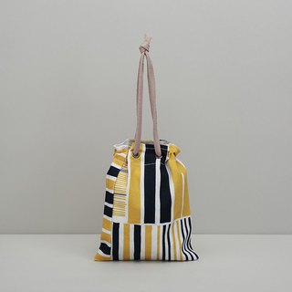 Eye beam dual-use bag / iron house / yellow blue