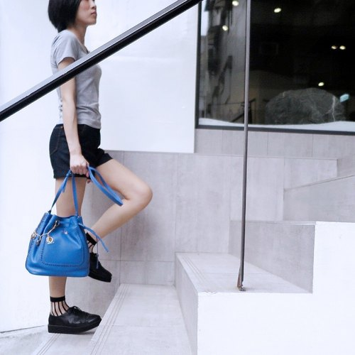 F.POPS! [Limited] [Lacing Italian design woven wear large bucket bag] (low-key blue)
