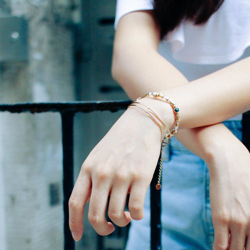 Minimal 18K Gold Wire Bangle
