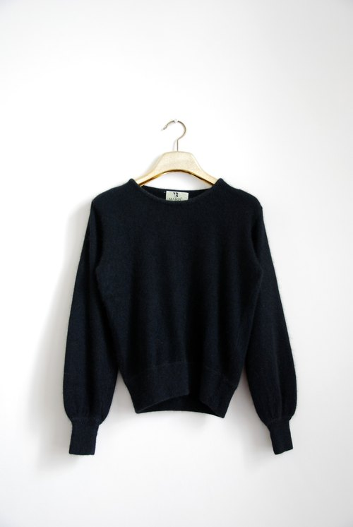 Plain black sweater vintage
