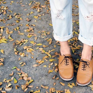 Peeking Cat Shoes - Caramel color