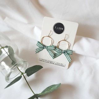 Plaid cloth girl - gold circle green ear needle / ear clip handmade earrings Korea direct