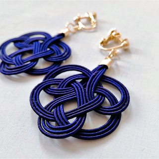 水引 tie earrings   Color: Navy