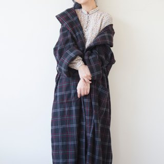 Banana cat. Banana Cats towel cloth material dark blue check under the collar long version of the robe coat sleeping coat / smoking jacket