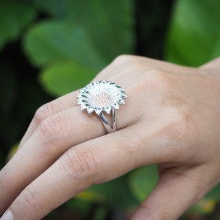Daisy two-tone adjustable sterling silver ring
