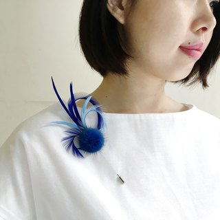 Summer clear sky - blue feather brooch long pin