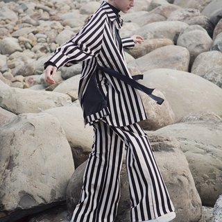 IVORY-BLACK STRAIGHT STRIPES SIDE SLIT COAT