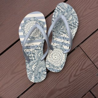 Summer Essential/ Original Tangle Art Flip Flop in Grey Stripes