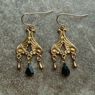Baroque Style Drop Earrings with Teardrop Glass