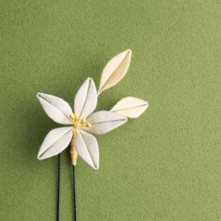 And wind wrapped flowers fork - Japanese lily