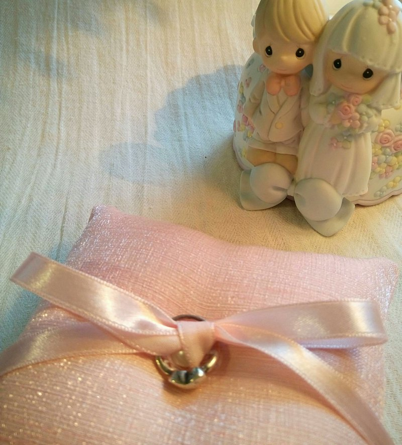 JUNE Bow Tie Ring Pillow BlingPink