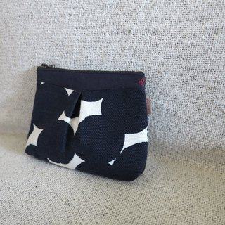 Elegant cosmetic bag - big black and white dots