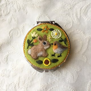 pill case of rabbit and robin