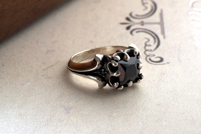 925純銀飾 個性歐風皇冠大方鑽寶石戒指 鑽色可換