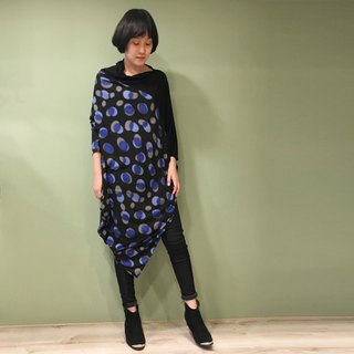 【Top】 asymmetrical long version of the drape shirt _ black + blue gray light shadow