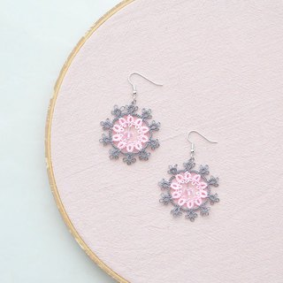 [Customized] hand-made snowflake earrings dark gray and pink Tatting Snowflake Earrings