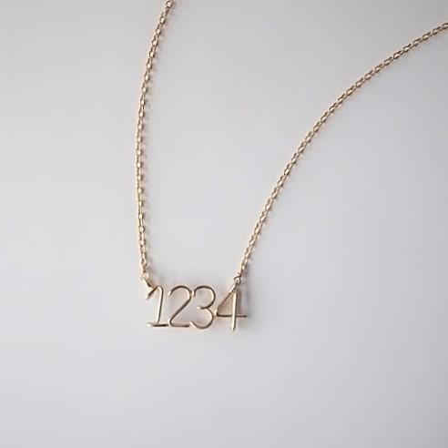 Number (number) 4 digit side necklace