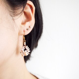 Handmade elegant earrings with light pink and gold beads BUE022