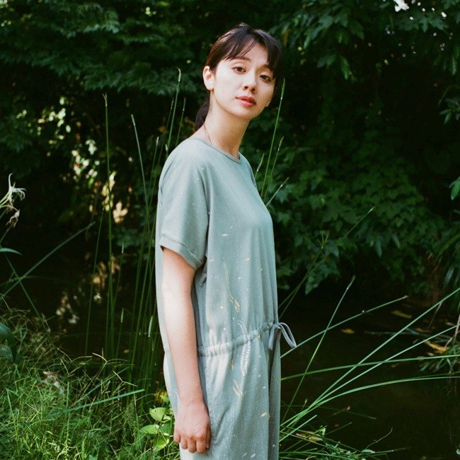 [Water grass and small paper boat] Drawstring pocket dress gray green