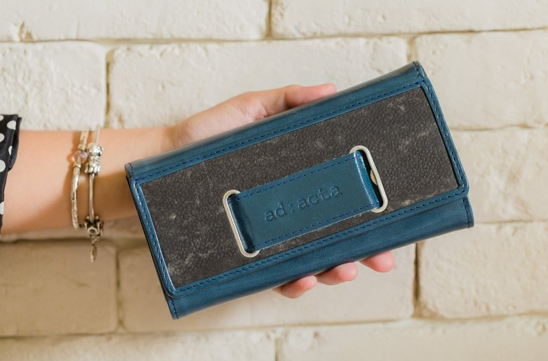 ad:acta Geldtasche - eye-catching wallet/clutch - German handmade, upcycling, Italian Nappa leather (blue/cobalt)