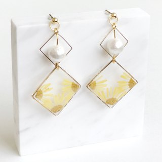 Real flower yellow chrysanthemum 18KGP earrings