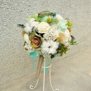 White green fresh round bouquet