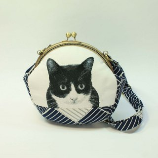 Embroidery 20cmU mouth gold oblique bag 07 - black and white cats