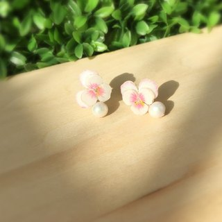*Haku‧Neko*Hand-painted pink and white pansy Cotton Pearl Earrings Ear