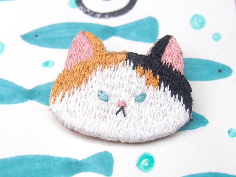 *Small animal head embroidery brooch*Trio Tortoiseshell