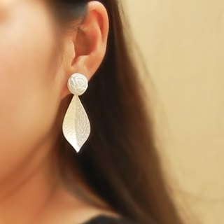 *Coucoubird*white rose silver leaf earrings