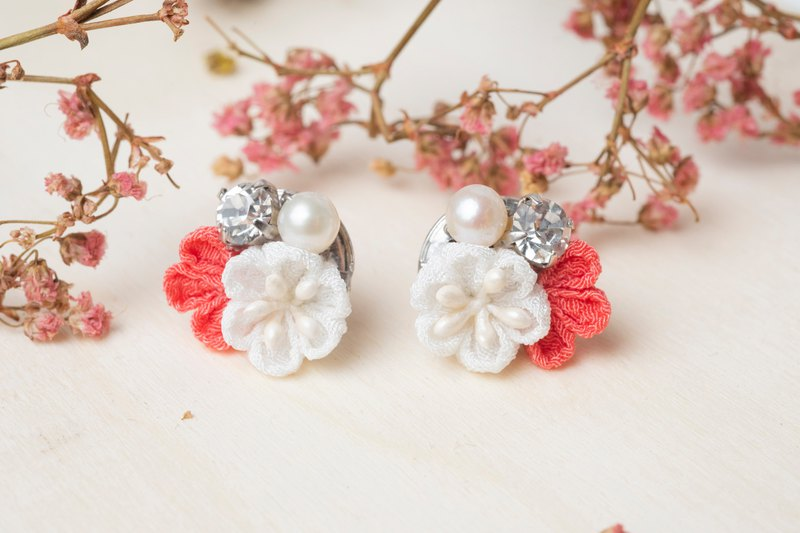 [Little Bell] つまみ 工 / Freshwater Pearl Crystal and Wind Cloth Earrings (Orange Red)