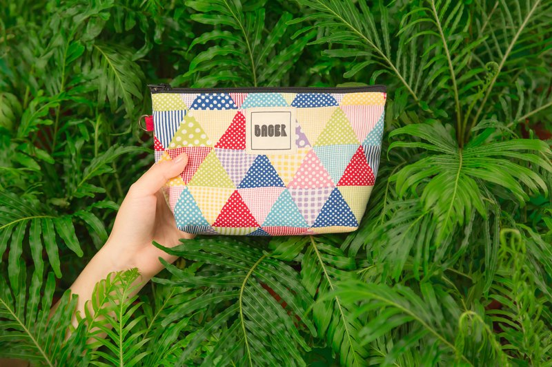 Zipper bag / Japanese flower cloth limited _ color triangle