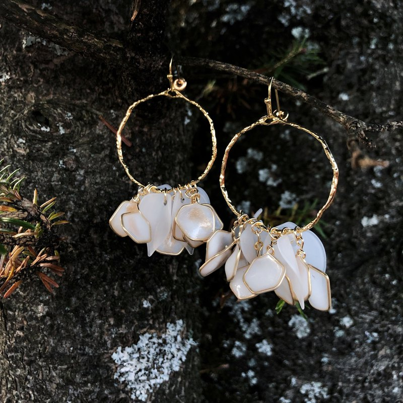 Vingtsix Amber White Irregular Round Earrings